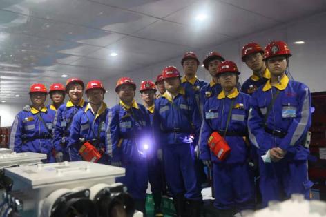 西科学子赴陕煤集团陕北矿业柠条塔公司,就入井开展体验式教学活动