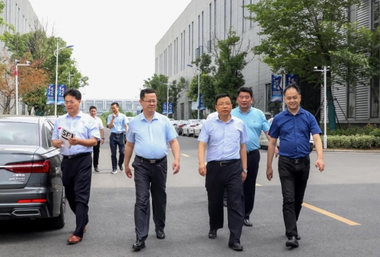热烈欢迎长丰县委副书记一行莅临培恩电器指导工作