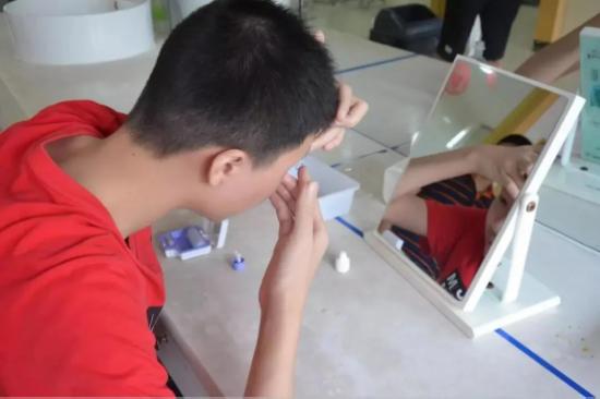 两只眼睛度数一样,麦迪格角膜塑形镜左右镜片可以换着戴吗?