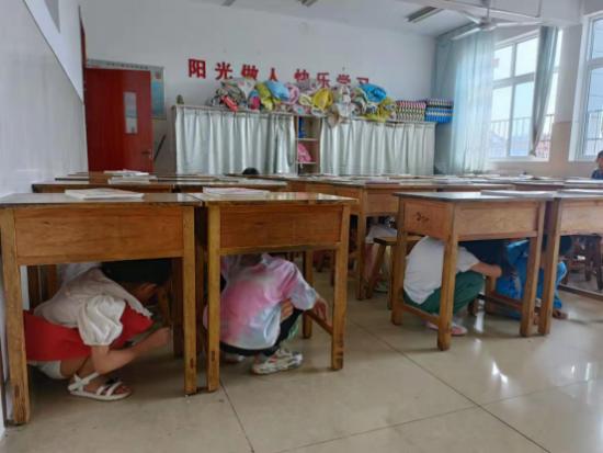 莱阳市第二实验小学举行地震应急疏散演练