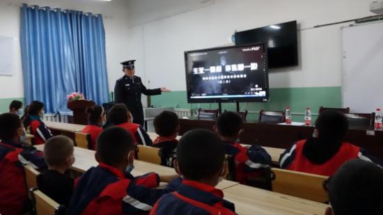 新疆阿合奇:法律宣传进校园,普法教育伴成长